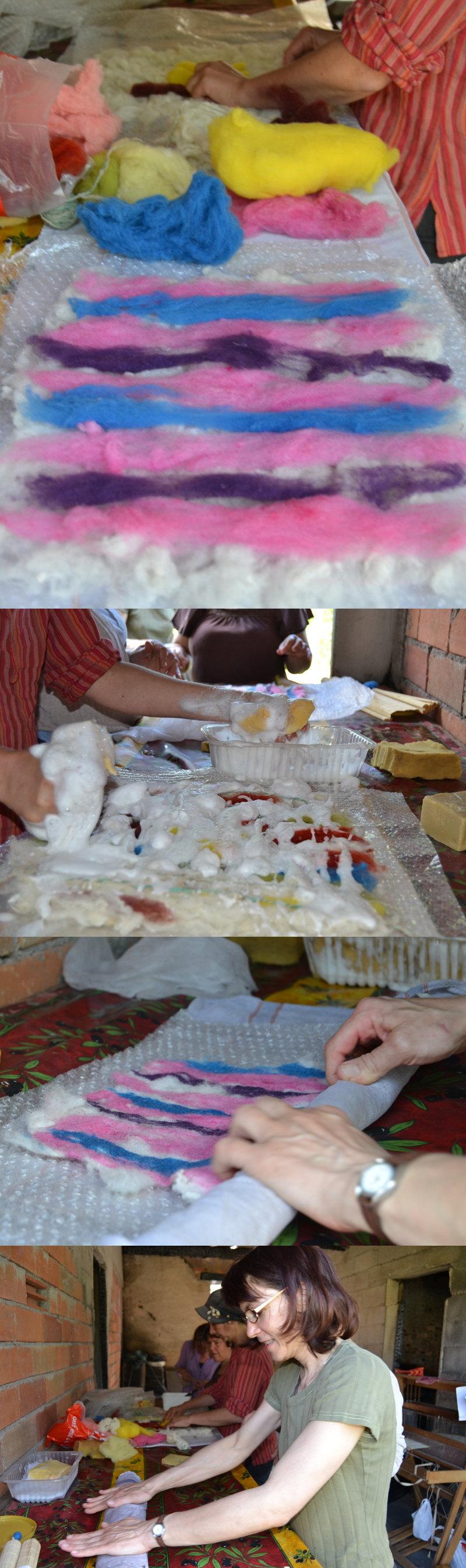 Et atelier feutre adultes. La laine est disposée sur un tissu ou un plastique, puis imbibée d'eau savonneuse chaude, puis roulée serrée 30 fois dans chaque sens