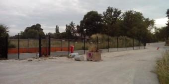 La clôture côté est avec le petit portillon